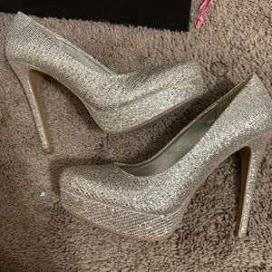 Gold sparkly Chinese laundry pumps!
